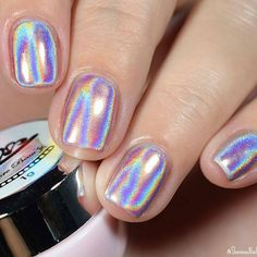 30 Holographische Nagellack- und Make-up-Looks 30 Holographic Nail Polish and Makeup Looks 30 Holographic Nail Polish and Makeup Holographic Nail Polish and Makeup Holographic Nail and Makeup LooksWhen S # # Natürli Nails Polish, Holographic Nail Polish, Holographic Powder, Cute Nails, Pretty Nails, Hair And Nails, My Nails, Manicure, Nail Charms