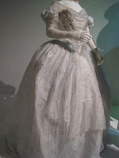 Anne Hathaway's dress (The White Queen) from Alice in Wonderland, designed by Colleen Atwood.