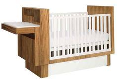 Além de prático, é um charme a combinação do aspecto madeira com os detalhes brancos
