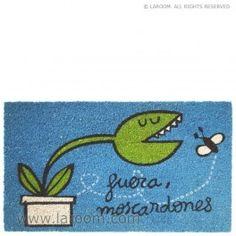 """Laroom - Felpudo """"fuera moscardones"""" suela vinilo - Laroom diseña y fabrica los Felpudos más bonitos del mundo - www.laroom.com (ilustrado por anna llenas)"""