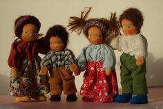 Louisas dollhouse family