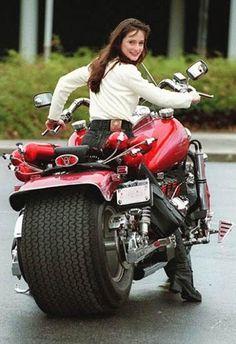 Boss Hoss Motorcycle, my God! Custom Motorcycles, Custom Bikes, Cars And Motorcycles, Indian Motorcycles, Triumph Motorcycles, Vespa, Bike Woman, Girl Bike, Boss Hoss
