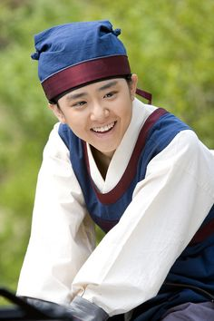 Painter of the Wind(Hangul:바람의 화원;hanja:바람의畫員;RR:Baram-ui Hwawon) is a 2008South Koreanhistorical television series starringMoon Geun-youngand Park Shin-yang. Based on the bestsellinghistorical fictionnovel by Lee Jung-myung that tookartistic licensewith the premise that perhaps theJoseonpainter Shin Yun-bokhad really been a woman. She meetsKim Hong-do and they develop a strong friendship of mentor and disciple. 문근영