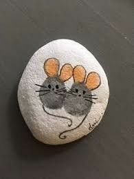 Painted Rock Ideas - Do you need rock painting ideas for spreading rocks around your neighborhood or the Kindness Rocks Project? Here's some inspiration with my best tips! art easy Easy Paint Rock For Try at Home (Stone Art & Rock Painting Ideas) Rock Painting Ideas Easy, Rock Painting Designs, Paint Designs, Paint Ideas, Rock Painting For Kids, Pebble Painting, Pebble Art, Stone Painting, China Painting