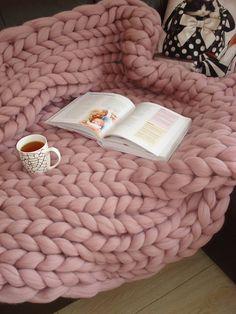Giant Knit Blanket Chunky Knit Blanket Chunky Knit Throw Blanket Chunky Blanket Merino Wool Blanket Home Decor Birthday Gift 2019 Riesen gestrickte Decke Grobstrick stricken Decke Grobstrick Chunky Knit Throw Blanket, Giant Knit Blanket, Snuggle Blanket, Weighted Blanket, Cuddle, Knitted Blankets, Merino Wool Blanket, Fluffy Blankets, Throw Blankets