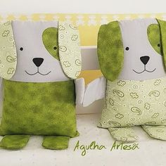 Travesseiro Naninha Cachorrinho Baby Sewing Projects, Quilting Projects, Sewing Crafts, Cute Cushions, Animal Cushions, Felt Animal Patterns, Stuffed Animal Patterns, Fabric Toys, Fabric Crafts