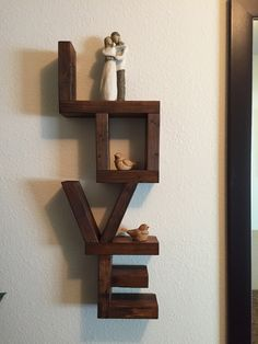 Amor en madera Pallet Home Decor, Home Decor Furniture, Modern Furniture, Diy Home Decor, Tv Wall Design, Wall Shelves Design, Wood Shelves, Diy Home Crafts, Wood Crafts
