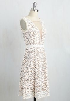 You arrived to Sunday brunch before your bestie, but she'll be able to spy your white Adrianna Papell dress easily! Bedecked in crocheted lace, and accentuated with a taupe, mesh-paneled V-neck touched with eyelash trim, this frock fits in with your sophisticated surrounds while still standing out from the crowd.