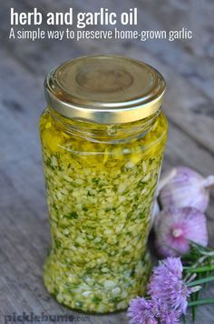 Herb and garlic oil - a simple way to preserve home-grown garlic by beulah Flavored Oils, Infused Oils, Garlic Infused Olive Oil, Homemade Spices, Homemade Seasonings, Spices And Herbs, Fresh Herbs, Fresh Garlic, Do It Yourself Food