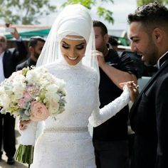 wedding, hijab, and islam image Muslim Wedding Gown, Hijabi Wedding, Wedding Hijab Styles, Muslim Wedding Dresses, Muslim Brides, Dream Wedding Dresses, Wedding Attire, Wedding Bride, Wedding Gowns