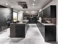 2018 doesn't only bring new colors and materials the new year brought also new creative planning ideas and new forms into the world of kitchen. Kitchen Trends 2018, Kitchen Maker, German Kitchen, New Kitchen Designs, Stone Kitchen, Restaurant Kitchen, Scandinavian Kitchen, Country Style Homes, Wooden Decor