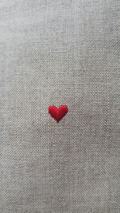 ivy house 💗 red heart broderie herz corazon cuoere coeur rouge minimalist embroidery on linum Embroidery Hearts, Simple Embroidery, Embroidery Stitches, Embroidery Patterns, Hand Embroidery, Broderie Simple, Embroidery On Clothes, I Love Heart, Tiny Heart