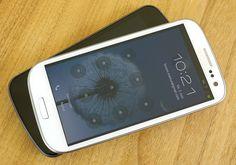 Samsung Galaxy S3. Darunter liegt ein Nexus.     Viettel IDC tại địa chỉ Tòa nhà CIT, Ngõ 15 Duy Tân - Cầu Giấy - Hà Nội