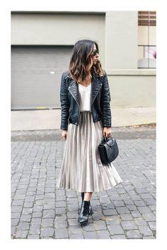 The pleated midi skirt - Stylée.fr - - La jupe midi plissée 🖤 How to wear your pleated midi skirt? Tips and ideas on outfits stylee.fr / … Here: Pleated midi skirt + perfecto + black boots # JupeMidiPlissée skirt # TenueJupePlissée # # - Moda Fashion, Trendy Fashion, Winter Fashion, Girl Fashion, Fashion Outfits, Womens Fashion, Fashion Trends, Feminine Fashion, Jackets Fashion
