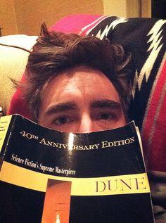 Lee Pace reading Dune by Frank Herbert. Pushing Daisies, Head Games, Man Crush, American Actors, The Hobbit, Celebrity Crush, Dune, Actors & Actresses, Good Books