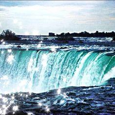 Niagra Falls #Niagrafalls #ontario #canada #explorecanada #picoftheday #bestoftheday #photooftheday #igdaily #instagood #instagram #instadaily #instamood #torontoigers #sparkle #waterfall - @amirismail- #webstagram