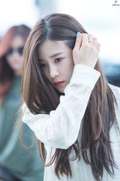 Kpop Girl Groups, Korean Girl Groups, Kpop Girls, The Most Beautiful Girl, Beautiful Asian Women, Namjoo Apink, Medium Hair Styles, Long Hair Styles, Pure Beauty