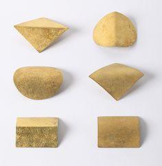 Yasuki Hiramatsu, ensemble of 6 brooches, 2000, silver, fire gilded, Die Neue Sammlung – The International Design Museum Munich, photo: Die Neue Sammlung (A. Laurenzo)