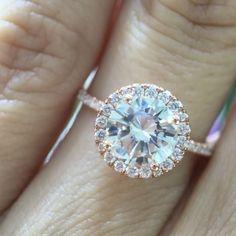 いいね!609件、コメント19件 ― M A R K  B R O U M A N Dさん(@markbroumand)のInstagramアカウント: 「Well, hello gorgeous! This #dainty #roundbrilliant #diamond #engagementring with a #halo is…」
