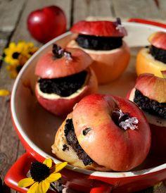 Яблоки фаршированные кровяной колбасой