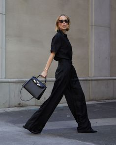 Wearing All Black, All Black Outfit, Minimalist Wardrobe, Minimalist Fashion, Love Fashion, Fashion Outfits, Classy Fashion, Fall Fashion, Fashion Tips