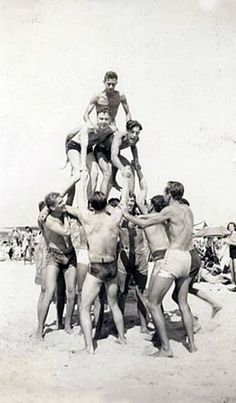 Forming pyramids on the beach was a popular pastime for men through the 30s.