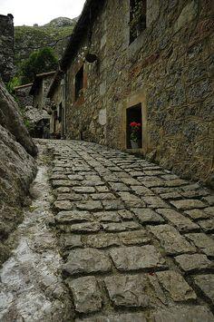 Bulnes, Asturias, España                                                                                                                                                                                 Más
