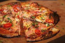 Keto pizza s cerstvym chilli. Keto, Paleo, Stuffed Mini Peppers, Pizza Casserole, Noodle Recipes, Wok, Vegetable Recipes, Food Print