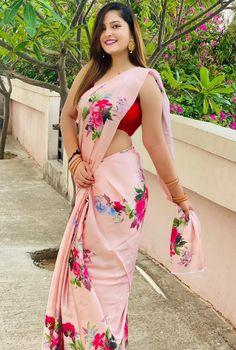 Beautiful Blonde Girl, Beautiful Girl Indian, Beautiful Girl Image, Beautiful Saree, Beautiful Indian Actress, Beautiful Actresses, Indian Beauty Saree, Indian Sarees, Silk Sarees