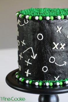 Football Field cake by 1 Fine Cookie http://www.1finecookie.com/2014/01/football-play-cake/ football, cake, frosting, gameplay, game, cake, field, grass, green, black, white, cake, candy, frosting, decorating, decorated, dessert, food, recipe, recipes, tutorial, easy, sports, green, black, white.