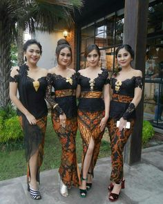 Graduation should be celebrated as the day of success, a long and challenging process. Kebaya Lace, Kebaya Brokat, Batik Kebaya, Kebaya Dress, Batik Dress, Dress Brokat, Kebaya Bali Modern, Model Kebaya Modern, Kebaya Modern Dress