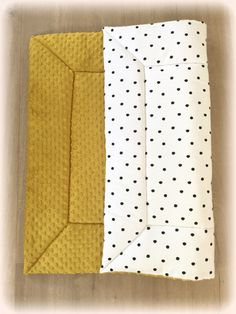 Boxkleed Okergeel Minky & Black Dots