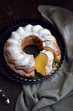 Ciambella sofficissima alla panna - PANE VINO & ZUCCHERO Cake Cookies, Cupcakes, My Favorite Food, Favorite Recipes, Lemon Bundt Cake, Torte Cake, Chocolate Bundt Cake, Pane Vino, Moist Cakes