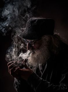 Photo of the day Smoke Photography, Amazing Photography, Photography Tips, Portrait Photography, Wildlife Photography, Old Man Portrait, Man Smoking, Pipe Smoking, Old Faces