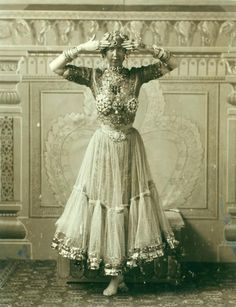 Ruth St. Denis in first costume for Radha, 1904.