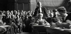 Grâce à une nouvelle technologie permettant de reconstituer les voix et les intonations, Philippe Saada a sonorisé les images muettes du procès du maréchal Pétain.
