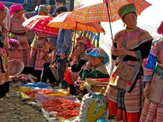 This tour bring you to visit Sapa landscape of Muong Hoa Valley  and Bac Ha market. Bac Ha market is well-known for its naturally sub-tropical scenery. Tam Hoa plums are really a local specialty: sweet and fresh. This seems to be created by its own land, people and nature. Bac Ha alcohol is well-known due to its source of water. So it's surely believed never to have faulted one in Bac Ha market. Visitors can see the locals selling their own alcohol without feelings to be cheated.