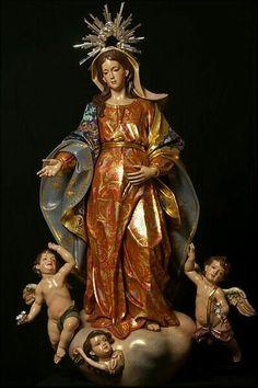 Nossa Senhora do Ó, em madeira policromada e dourada,60cm.