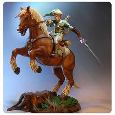 """Ihr habt auf eurem Kamin noch etwas Platz übrig? """"The Legend of Zelda"""" gehört ohnehin zu euren Lieblingsspieleserien? Und Geld spielt sowieso nur eine untergeordnete Rolle? Dann wäre die Statue von EntertainmentEarth ein reizvoller Gegenstand für eure Luxuswohnung.  Denn die Link on Epona Stat"""
