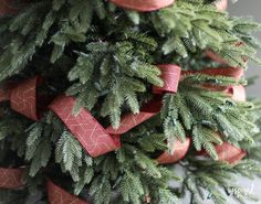 Tips and Tricks for Beautiful Christmas Tree Ribbon +VIDEO Pencil Christmas Tree, Ribbon On Christmas Tree, Xmas Tree, White Christmas, Christmas Holidays, Christmas Wreaths, Rustic Christmas, Office Christmas, Primitive Christmas