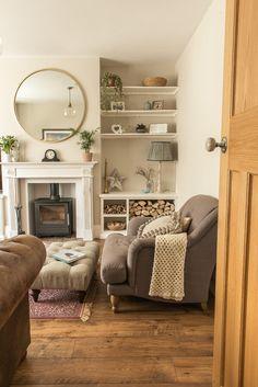 1930s Living Room, Victorian Living Room, Cottage Living Rooms, Small Living Rooms, New Living Room, Living Room Interior, Home And Living, Living Room Designs, Shelving In Living Room
