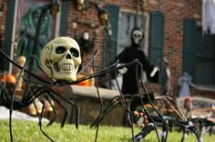 http://barnaclebill.hubpages.com/hub/outdoorhalloweendecorations