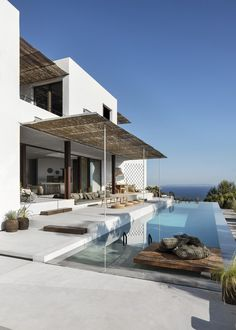 Cette maison à Ibiza est l'oeuvre d'une designer de renom This house in Ibiza is the work of a renow Ibiza, Luxury Penthouse, My Dream Home, Exterior Design, Future House, Bungalow, Architecture Design, House Styles, Outdoor