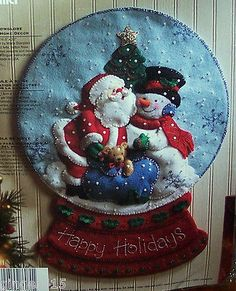 Bucilla-SANTA-SNOW-GLOBE-Felt-Christmas-Wall-Hanging-Kit-OOP-VERY-RARE-Snowman