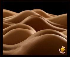 无数的男人被困在了这样的沙漠中出不来了,因此,我们要以艺术的眼光看问题,这样就舒服多了。
