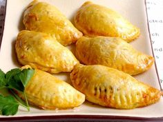 The dumplings filled with minced meat fit . Pinwheel Sandwiches, Picnic Sandwiches, Roast Beef Sandwiches, Funeral Sandwiches, Dumpling Filling, Grilled Sandwich, Party Buffet, Snacks Für Party, Antipasto
