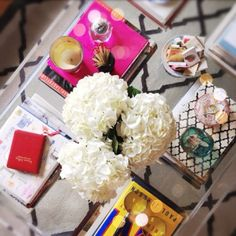 Coffee table decorating ideas...I like! www.annjaneliving.com
