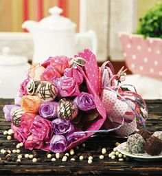 Make A Candy Flower Bouquet  DIY idea with paper roses and chocolates