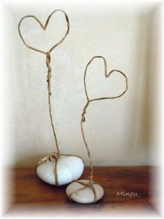 Not much to show you today ! I am on several projects but none are finished ! So today two little Wire Crafts, Diy And Crafts, Crafts For Kids, Arts And Crafts, Paper Crafts, Valentines Bricolage, Valentine Day Crafts, Wire Art Sculpture, Wire Ornaments