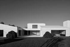 Vincent Van Duysen . DLC residence . Kruishoutem Vincent Van Duysen, Van Damme, Belgium, Home And Family, Family Houses, Mansions, Single Family, House Styles, Behance